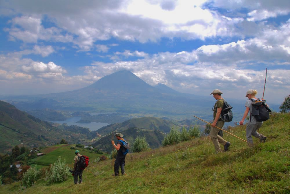 Descending towards Lake Kayumbu; photo by Henriette Faye-Schjøll